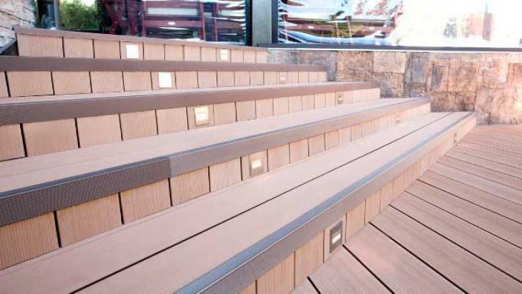 Лестницы и ступени из ДПК